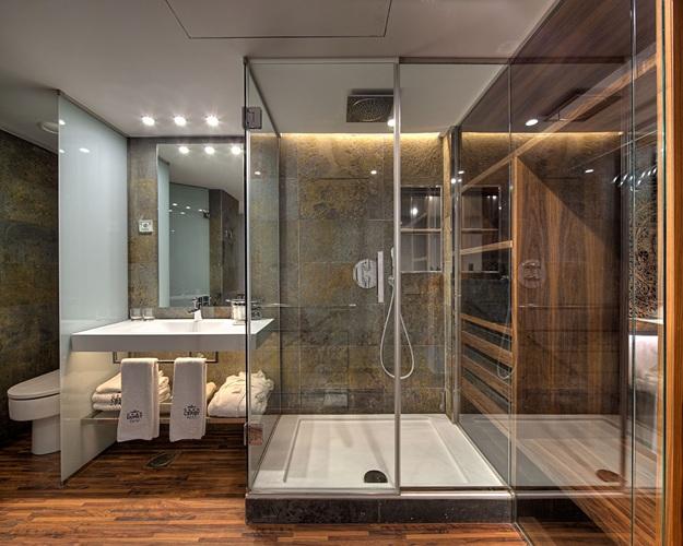 diseño de basó, Tono Bagno baños Hotel Gran Derby Barcelona