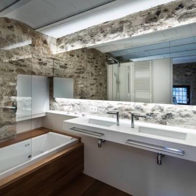 Baños rústicos casa en Palau Sator