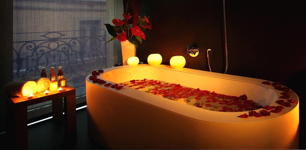 Tono Bagno, baños del Hotel Olha Barcelona, bañera diseño