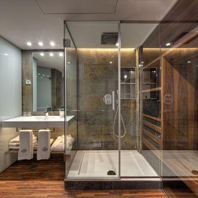Lo modernos baños del Gran Derby Hotel, Barcelona