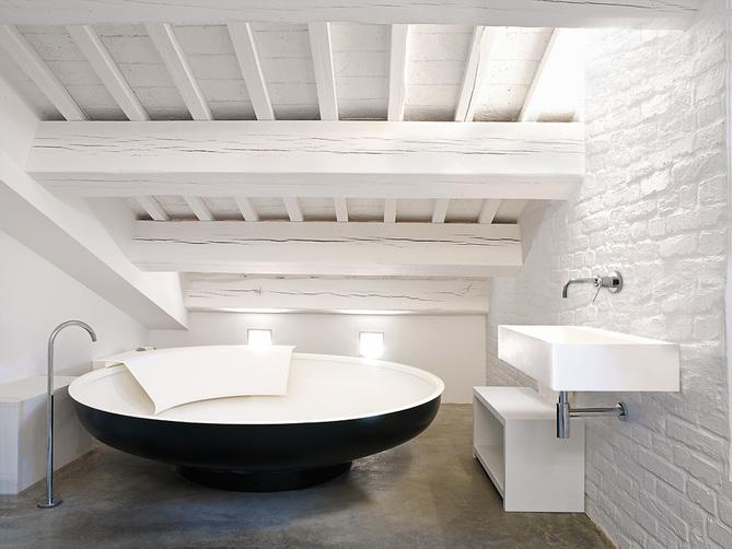 Tono Bagno - diseño de Baños modernos cemento - Agape - bañera UFO - griferia FEZ