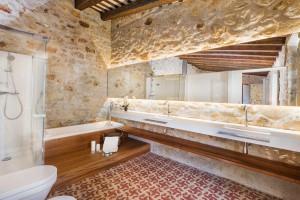 Bano-moderno-casa-Pals-Samaria-55-Emporda-Girona-Cases-Singulars-Tono-Bagno-Barcelona1