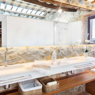 Baños de diseño en casas rústicas, Pals