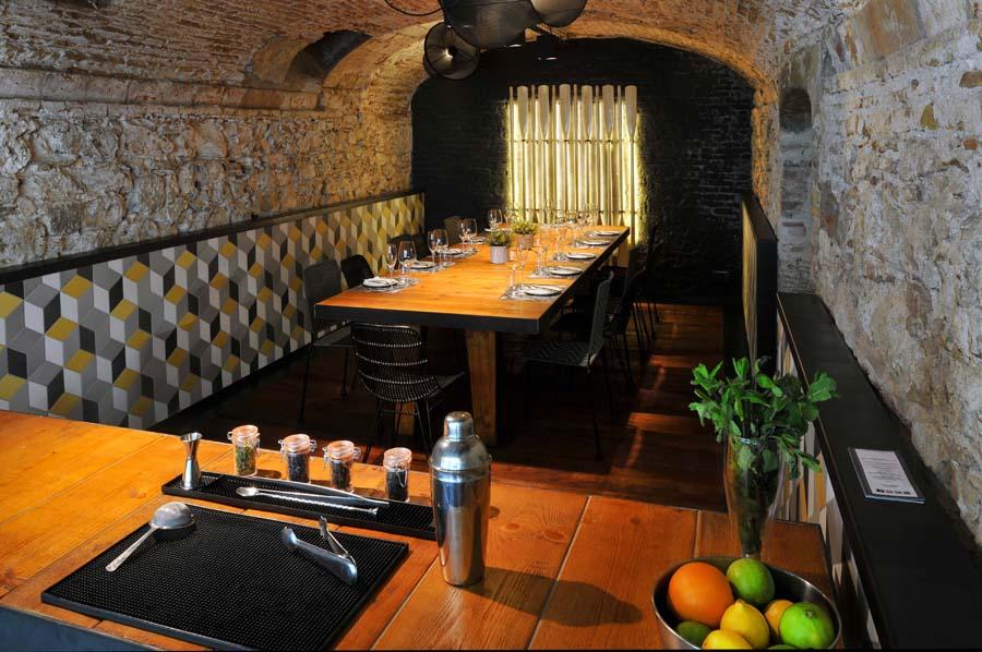 Suelos y paredes para restaurantes rusticos tono bagno for Pavimentos rusticos para interiores