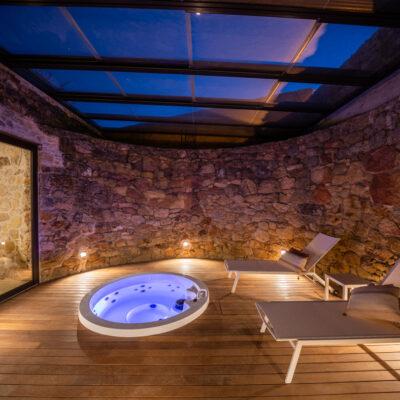 Reforma baños rústicos en una espectacular masía en Pals, Girona
