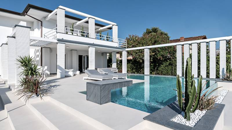 pavimentos exteriores, novedades pavimentos y revestimientos 2021, novedades pavimentos exteriores, pavimento casa con piscina