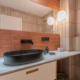 Reforma baños apartamento turístico en Malaga
